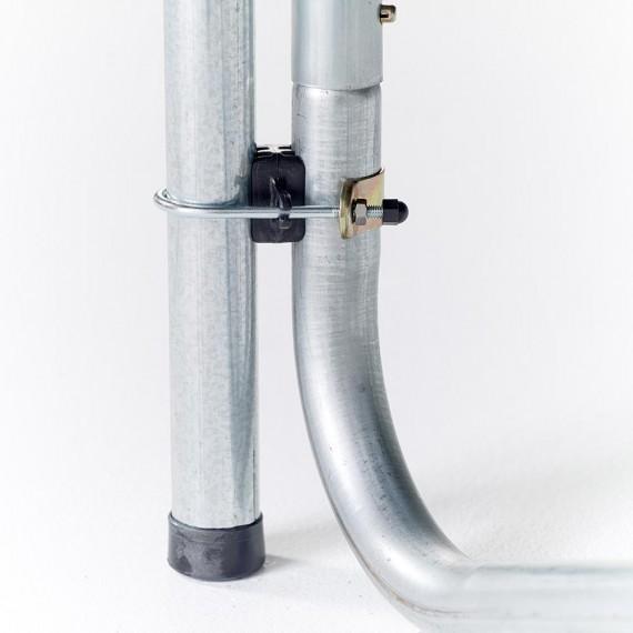 Fijación del poste de la red de protección a la estructura de la cama elástica Ovalie 430