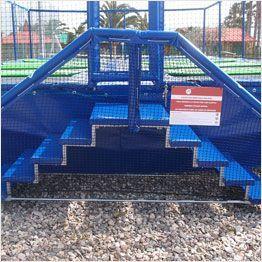 Plan large sur l'escalier des trampolines Aéro