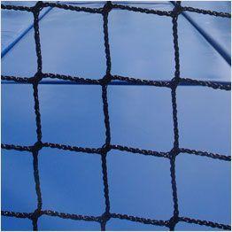 Gros plan sur la maille d'un filet pour trampoline professionnel