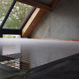 Red para viviendas bajo ventana de altillo